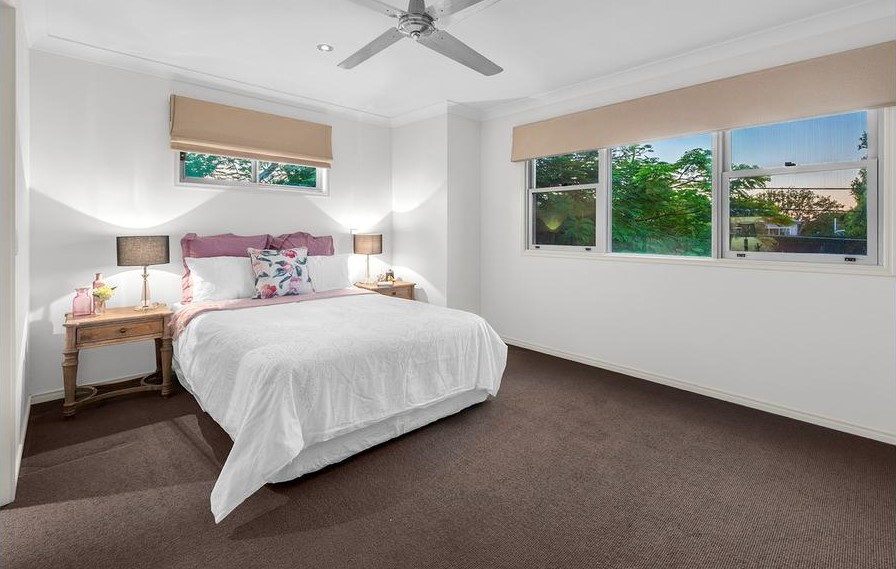 Kew Rd Bed 1 (2)