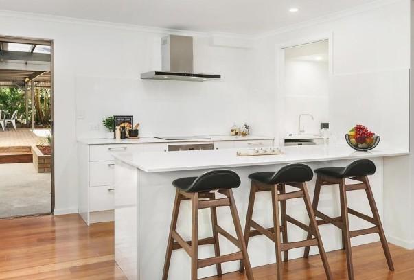 Scilla Kitchen (2)